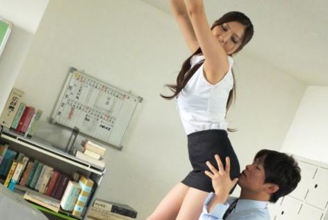 MIAD-632 Tight Skirt Teacher Yuna Shiina